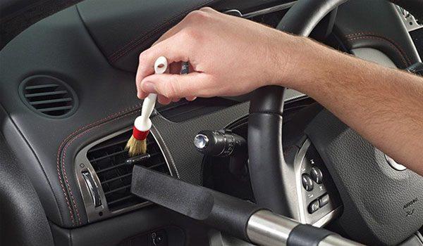 Dọn vệ sinh nội thất cho xe ô tô